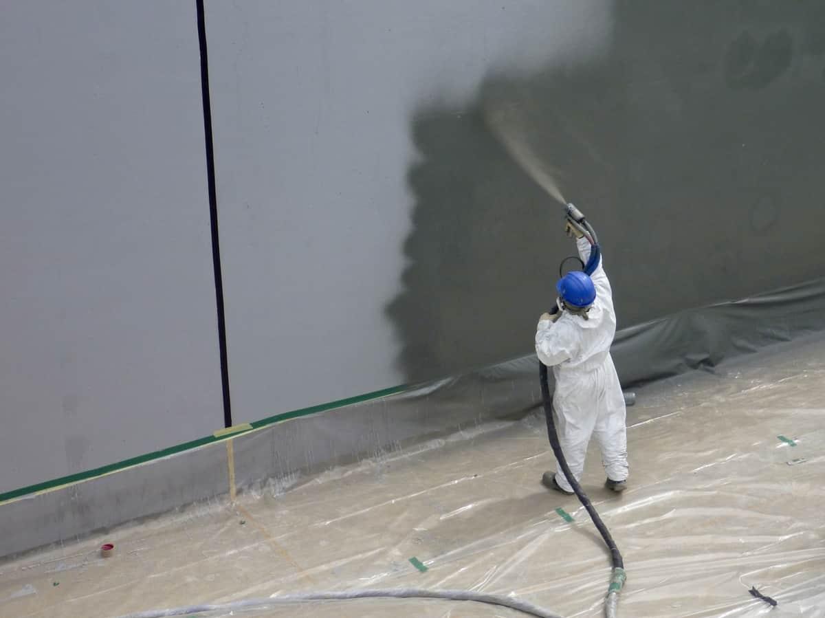 BSC Spraying Polyurea onto a concrete tank
